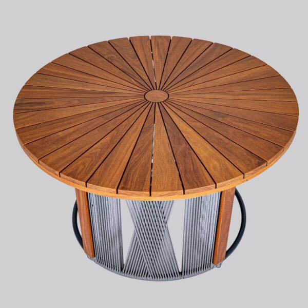 Mesa de Jantar Anita - Estrutura de Alumínio, Corda Náutica e Tampo de madeira Cumarú